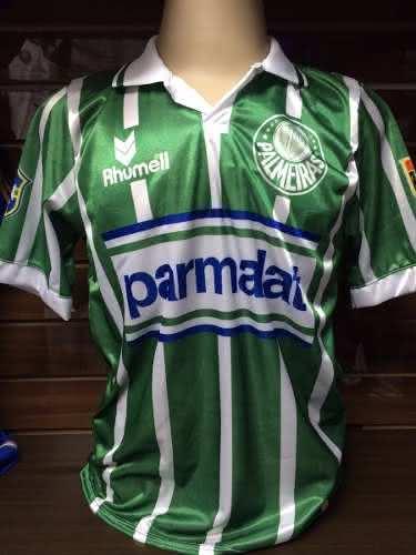 e6cc082c02 Com o número 10 do Palmeiras estampado nas costas da camisa